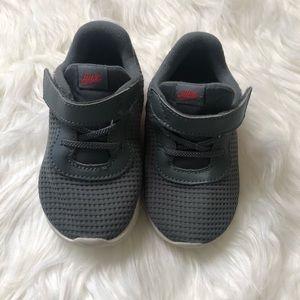 Nike's Toddlers Boy (Grey)